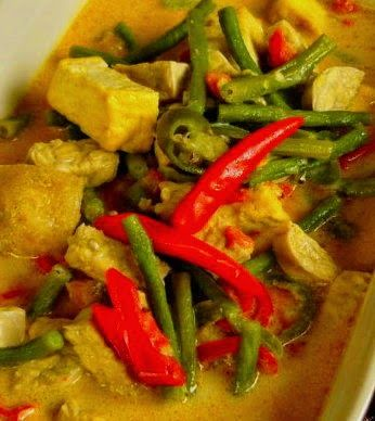 Oblok oblok is een pittig groentegerecht met tahu en/of tempee uit de Indonesische keuken. Er kunnen verschillende groenten in worden verw...