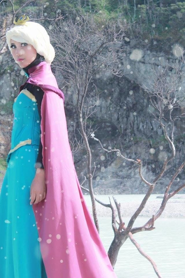 Frozen modest cosplay