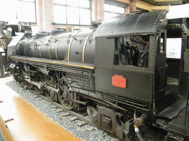 Modèle réduit de la locomotive 141 R