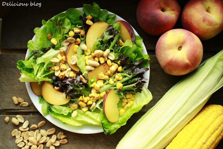 Delicious blog: Salát s pikantní kukuřicí, broskví a buráky