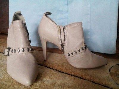 Beżowe buty botki szpilki szpic 40 wysokie H&M licytacja Allegro #botki #szpilki #obcas #beżowe #szpic #eleganckie #stylowe #wysokie