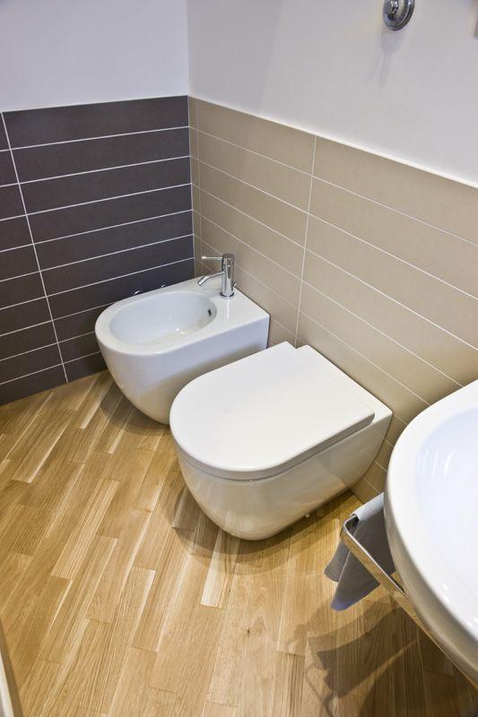 17 migliori immagini su parquet anche nel tuo bagno su - Parquet nel bagno ...