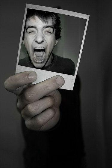 アナログなポラロイド写真とデジカメ写真を組み合わせたクリエイティブフォト