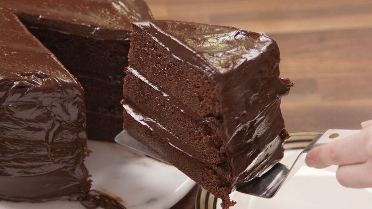 This 'Matilda'-Inspired Chocolate Fudge Cake Will Bring Out Your Inner Bruce Bogtrotter - Delish.com