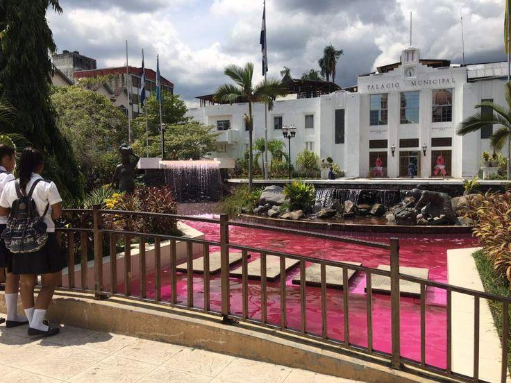 Honduras:  Tiñen de rosa la fuente del parque de San Pedro Sula La actividad es parte de la campaña de prevención contra el cáncer de mama. http://www.laprensa.hn/honduras/1008506-410/ti%C3%B1en-de-rosa-la-fuente-del-parque-de-san-pedro-sula
