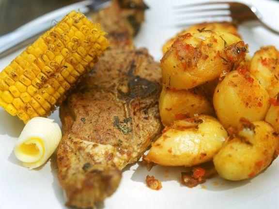 Lammkotelett mit Bratkartoffeln und Maiskolben ist ein Rezept mit frischen Zutaten aus der Kategorie Lamm. Probieren Sie dieses und weitere Rezepte von EAT SMARTER!