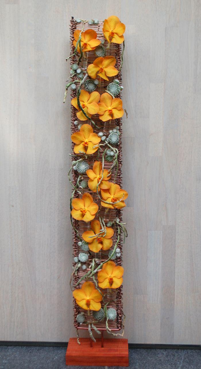 Modern bloemstuk oranje Vanda Creatie Hendrik Olivier ' Multi-flora'