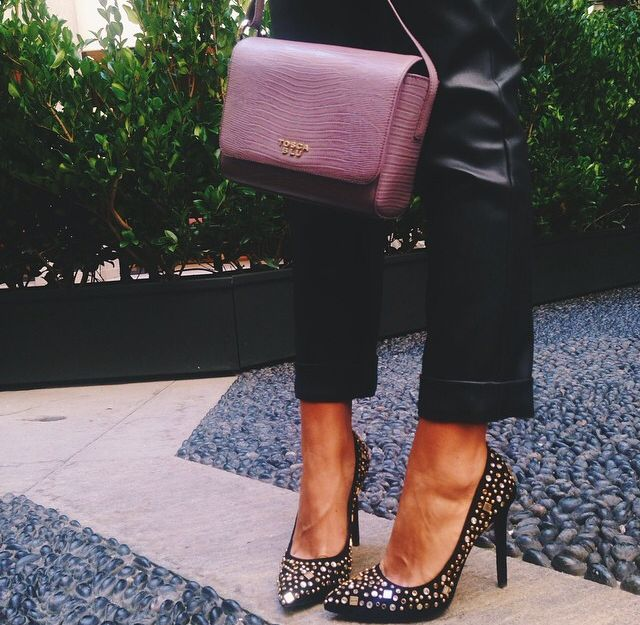 Croco print shoulder bag by Tosca Blu and shiny pumps by Tosca Blu Shoes
