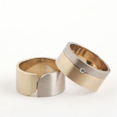 geel/witgouden ringen met diamant.