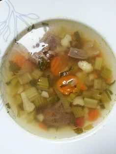 Ik hou gigantisch veel van soep! En jullie ook geloof ik want de soeprecepten worden goed bekeken. Een keer in de maand, soms vaker, maak ik groentesoep zoals mijn oma's het altijd maakten. Ik weet niet of ze van elkaar...