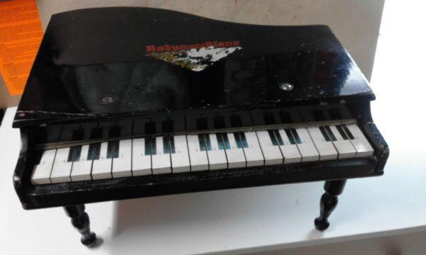 Giocattolo in legno VINTAGE  pianoforte    baby grand piano   anni '60