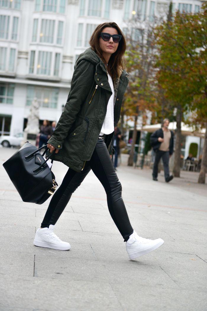 parka:   Buylevard  suéter: Suiteblanco  pantalones Suiteblanco  zapatillas de deporte: Nike Air Force  bolsa: Givenchy Antígona  gafas de sol: Styligion