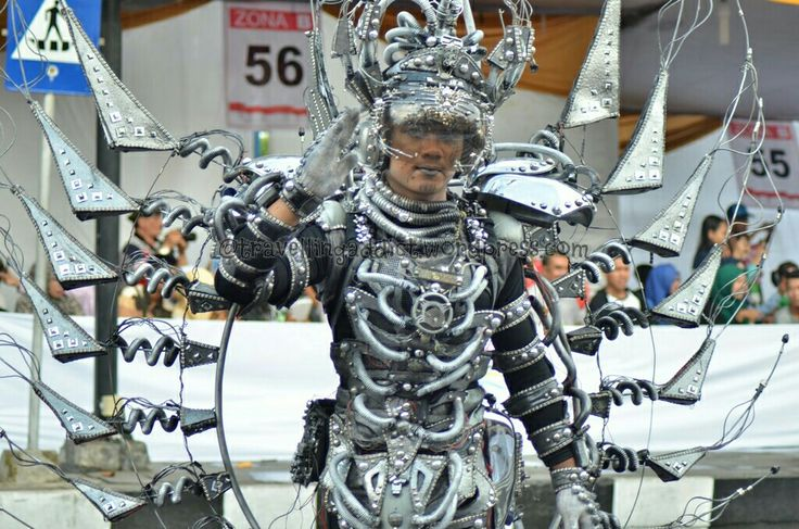 This costumes represent technocyber imho, from the dominant metallic color. I was wondering, how much budget for carnival? http://travellingaddict.wordpress.com #waci #jemberfashioncarnival #jemberfashioncarnival2016 #jff #jff2016 #wonderfulindonesia #visitindonesia #indonesia #jember #travel #instatravel #carnival #carnivalindonesia #worldcarnival #nikon #nikond7000 #dynandfariz