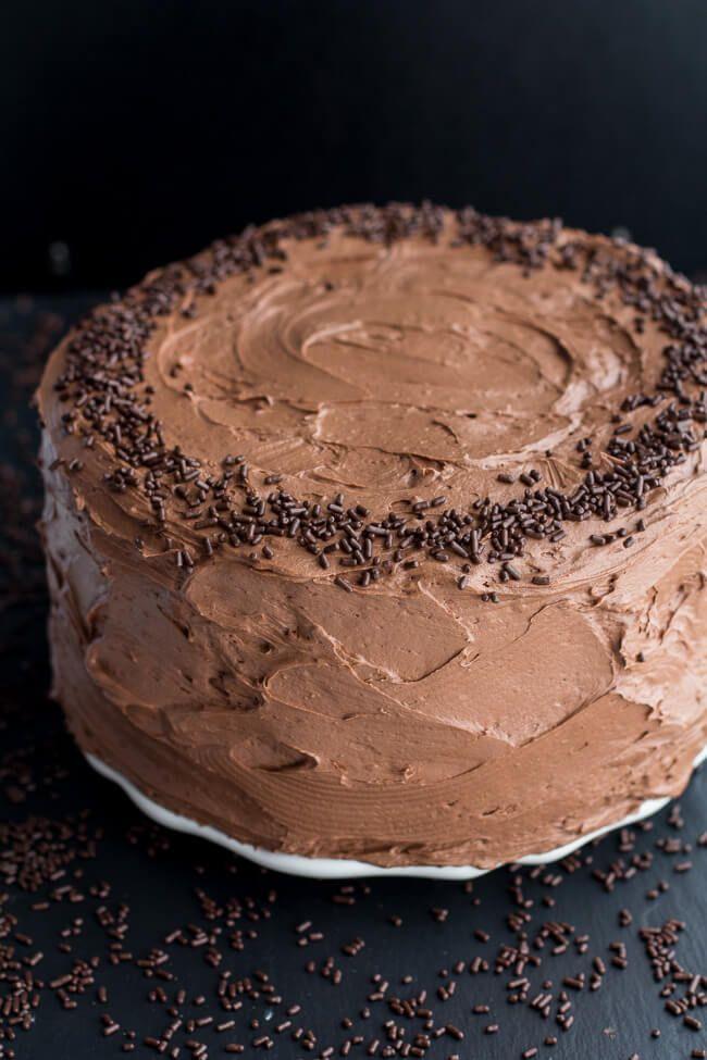 Feliz Cumpleaños sencilla con crema de mantequilla de chocolate batida    halfbakedharvest.com