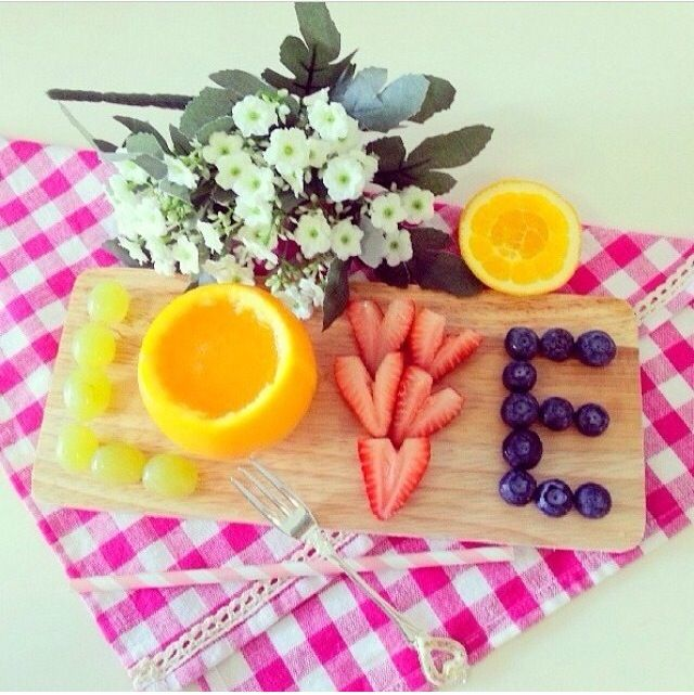 Cute idea for a fruit breakfast on V-day morning