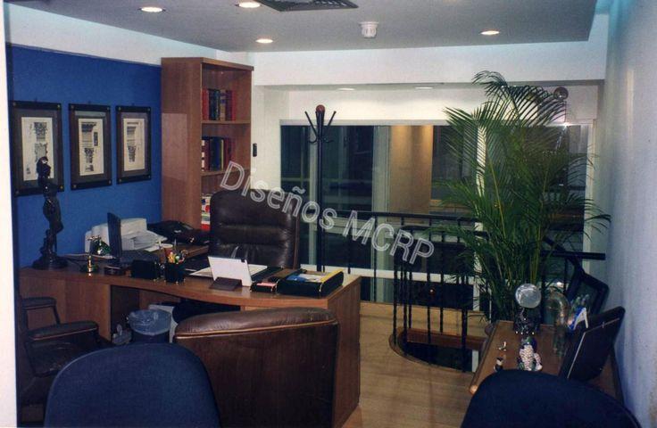 Oficina de Diseño, acabados Muebles en Cerezo, Poltronas en Cuero, piso flotante de Madera de Haya, techo en Dry Wall.