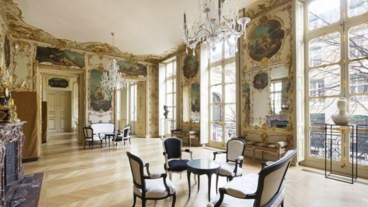 1) À Paris, l'hôtel de La Salle a été vendu un peu plus de 30 millions d'euros (Juillet 2015). Cet hôtel particulier, reconverti en luxueux bureaux, a connu en 10 ans 3 propriétaires successifs. Une foncière vient de le racheter à la société de Gérard Lhéritier contrainte de le céder. Situé à Paris, rue de l'Université, près de la rue des Saint-Pères, l'hôtel de la Salle a connu une vie immobilière quelque peu mouvementée ces dernières années. Le fonds Carlyle qui en était propriétaire ....