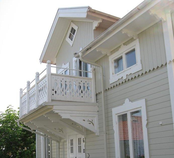 Håll i er.... här kommer ett litet potpuri av verandor , balkonger och snickarglädje .  Du har väl en kristallkrona  på din balkong?.....  ...