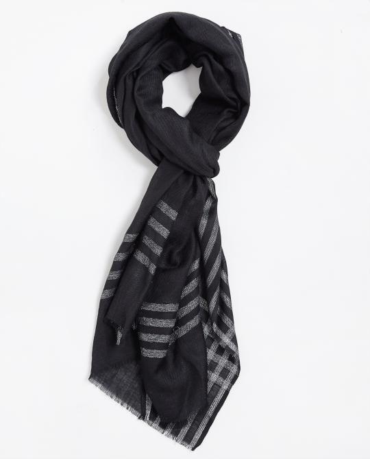 zwarte-sjaal-met-wol-en-zijde