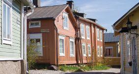 Navetta.com Sivustao joka yhdistää vanhoista taloista kiinnostuneet. Välittää varaosia, hirsikehikoita, asiantuntijoita, tekijöitä jne.  Sivuille voi jättää ilmoituksia.