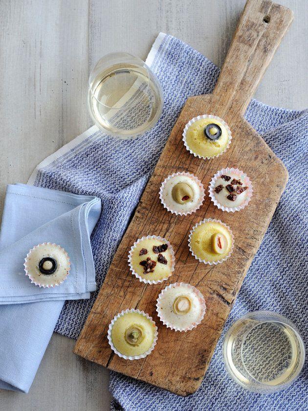 Recipe:米粉のひとくち蒸しパン/小さなペーパーカップに生地をしぼって、トッピングのせたら蒸すだけ! ワインおつまみにはもちろん、アフタヌーンティのおともにもおすすめ。 #レシピ #elleatable
