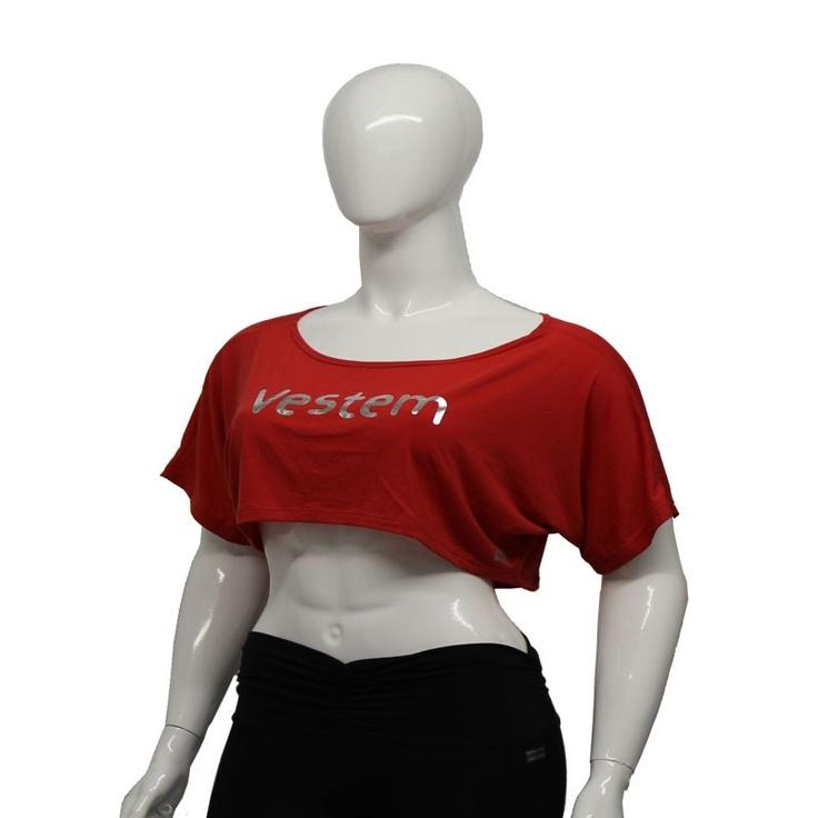 Het Vestem dames korte sport T-shirt is een opvallend T-shirt voor verschillende sportieve activiteiten. Gemaakt van Supplex, waardoor het extra soepel is. Geschikt voor dames met maat 34 tot en met maat 42. Altijd leuk te combineren met andere Vestem artikelen. Dit korte model kan ook prima gedragen worden met een topje eronder. U zult de show stelen met dit shirtje.