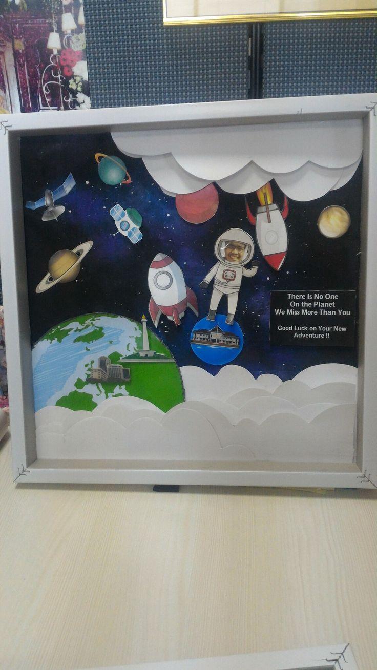 Astronout scrapframe !!  Literaly ngebuat backgroundnya pake crayon saya cat acrylic 😂  #astronout #space #scrapframe #scrapbook