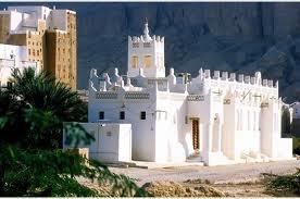 Gli adepti della religione islamica chiamano moschee, le strutture dove si prega 5 volte al giorno. In Italia gli spazi dove si svolgono gli eventi religiosi sono luoghi angusti spesso in locali di fortuna, ma se si gira per il mondo le moschee sono dei veri e propri monumenti storici. Ecco le più belle moschee del mondo fra arte e cultura.  Foto album: Moschee più belle al mondo  Altre immagini e foto: Moschee più belle al mondo                                Yemen- Shibam di Hadramaout