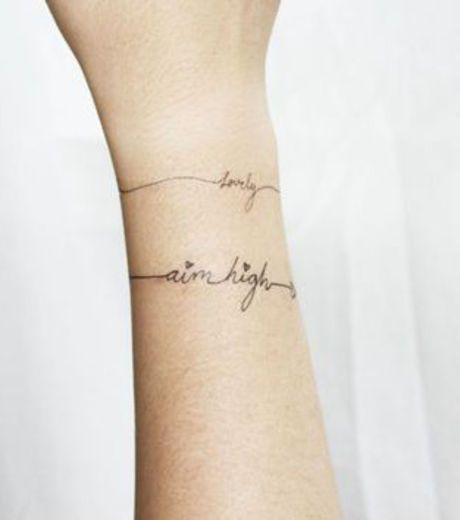 Les 25 meilleures id es de la cat gorie tatouage de famille de l 39 infini sur pinterest - Tatouage bracelet prenom ...