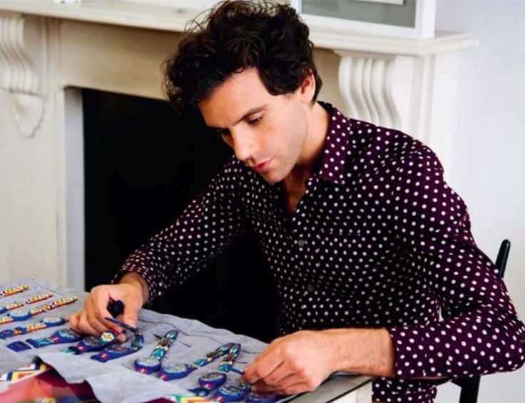 MIKA carefully working on his swatches. I still want one =/