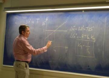 ¿Pueden las matemáticas y la física huir de las clases magistrales?
