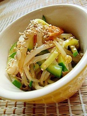 「節約レシピ☆もやしときゅうりの韓国風サラダ」コチュジャンがピリリときいた韓国風サラダ。もやしによく合います^^【楽天レシピ】