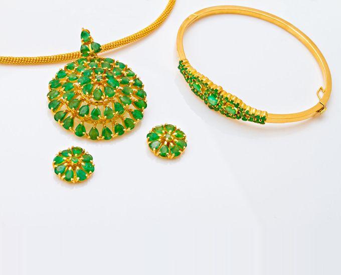 :: PNG :: Emerald Pendant set