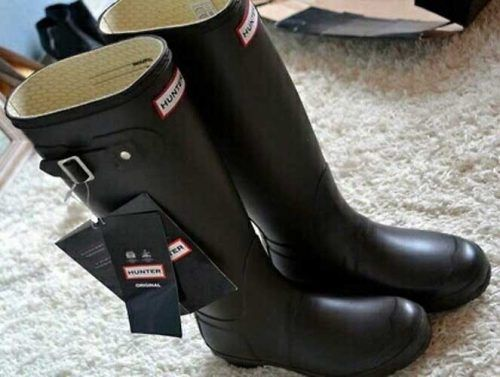 hunter-rain-boots- How to rock the hunter rain boots http://www.justtrendygirls.com/how-to-rock-the-hunter-rain-boots/