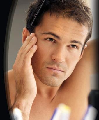 Sapevate che ben due terzi degli uomini soffrono di caduta di capelli e calvizie per ragioni genetiche?   Leggete qui:  http://cadutacapelli.laclinique.it/caduta-di-capelli-e-calvizie/