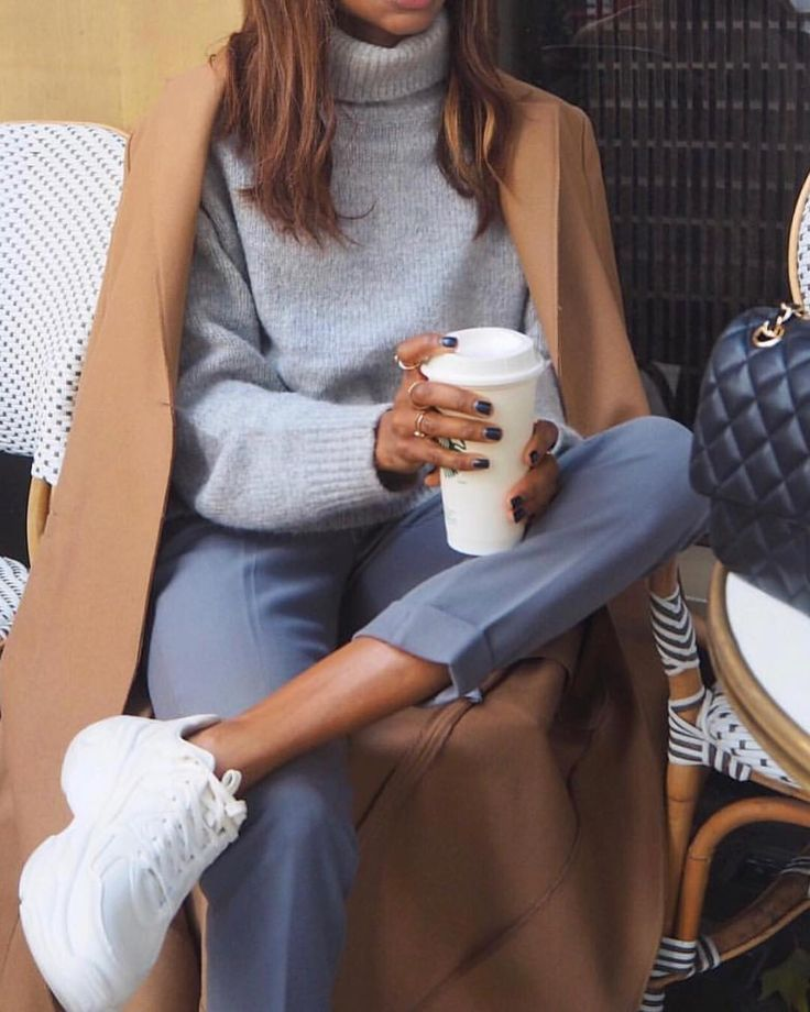 Morning coffee @city__outfits ❤️ – Anneliese Carbone