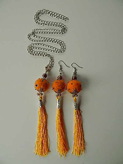 Set of long silver nacklace with earrings, using #felt balls with pearls and matching thread #tassels. Very uniq and brave combination.  www.ayaglass.hu