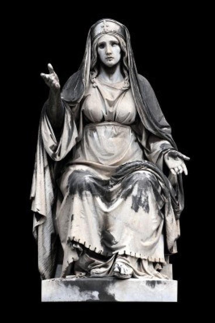 La escultura alegórica (Caridad) por Francesco Fabi-Altini, Campo Verano, Roma, Italia. Hebe Garibay.