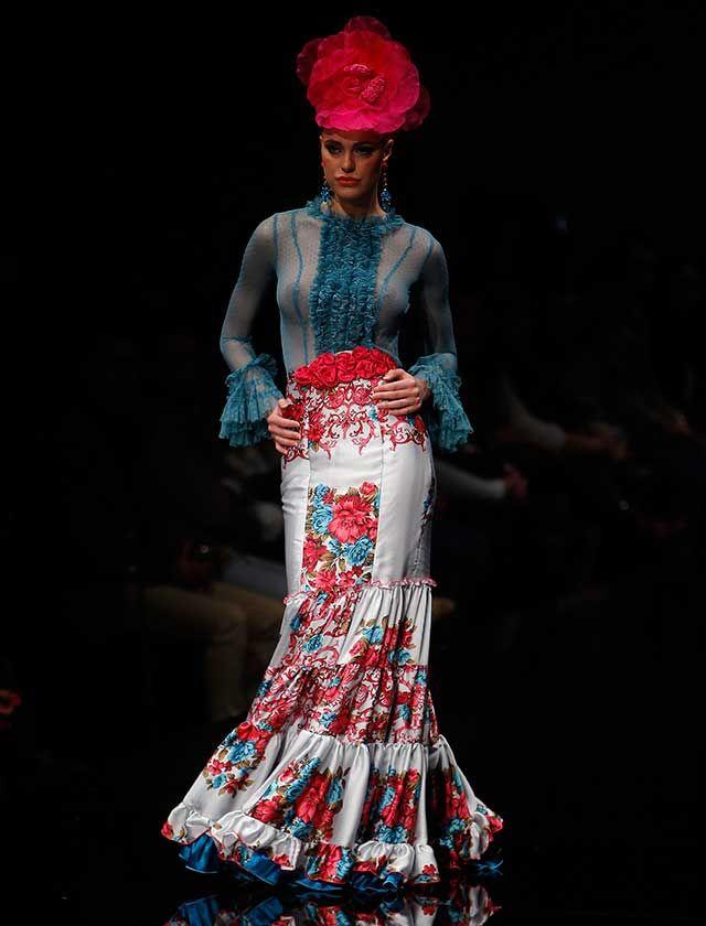 La diseñadora ha presentado en Simof 2016 la colección «Sueños», con patrones de líneas puras y sencillas, en una amplia gama de colores vivos, con el negro como base en la mayoría de los diseños. (Foto: Raúl Doblado)
