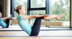 自宅のソファーを利用してできる簡単な筋トレメニューをご紹介!1日たった6分のトレーニングを毎日繰り返すだけで腹筋を割ることができるはず。詳しくは、動画... T