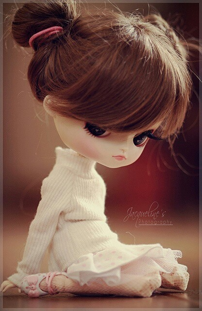Another blythe doll-- looks like they adjust the expression via small changes in makeup...