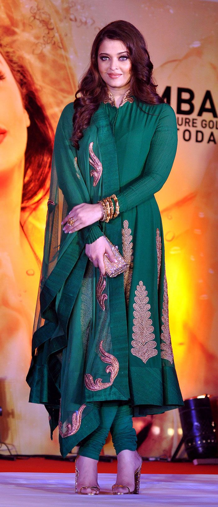 Busy mommy Aishwarya Rai Bachchan spent her Sunday afternoon inaugurating a jewellery store in Mumbai. Ash was graceful in a an emerald green anarkali.