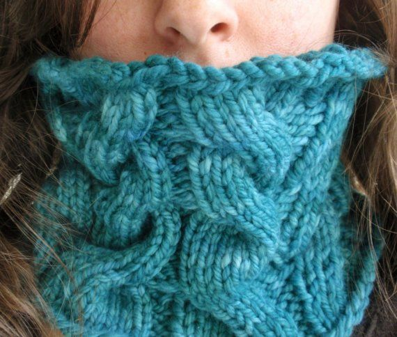 Me voy a tejer este cuello (incluido en tablero bufandas) para no respirar el aire directo en las frías mañanas de invierno.