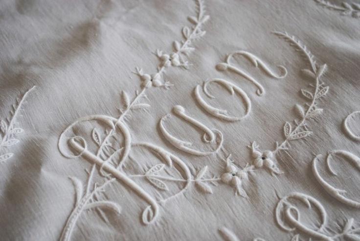 Antique Italian fine linen sheet. Buon riposo (sleep well) (emmaearle/eBay)