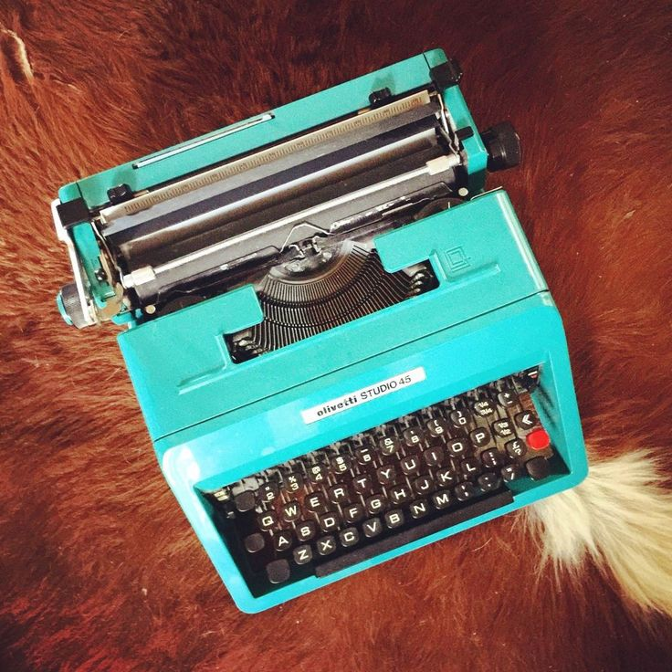 VINTAGE OLIVETTI STUDIO 45 TYPEWRITER BRIGHT TEAL WITH TRAVELLING CASE