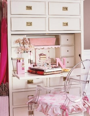 Alkemie: White Desk Pink Accents: Red And Pink, Work Desk, Crafts Rooms, White Desks, Offices Crafts, Home Offices Spaces, Home Decor, Ghosts Chairs, Pink Accent