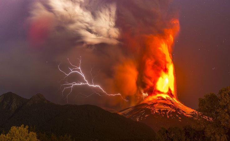 Villarrica Volcano Eruption by Francisco Negroni on 500px
