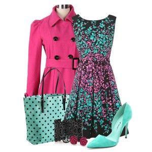 Голубые туфли, черное платье с розовым и голубым принтом, розовый плащ, голубая сумка с черной отделкой