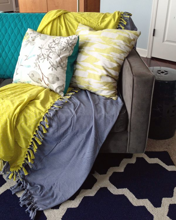 How to make an easy no-sew summer throw blanket   Teal & Lime for makelyhome.com