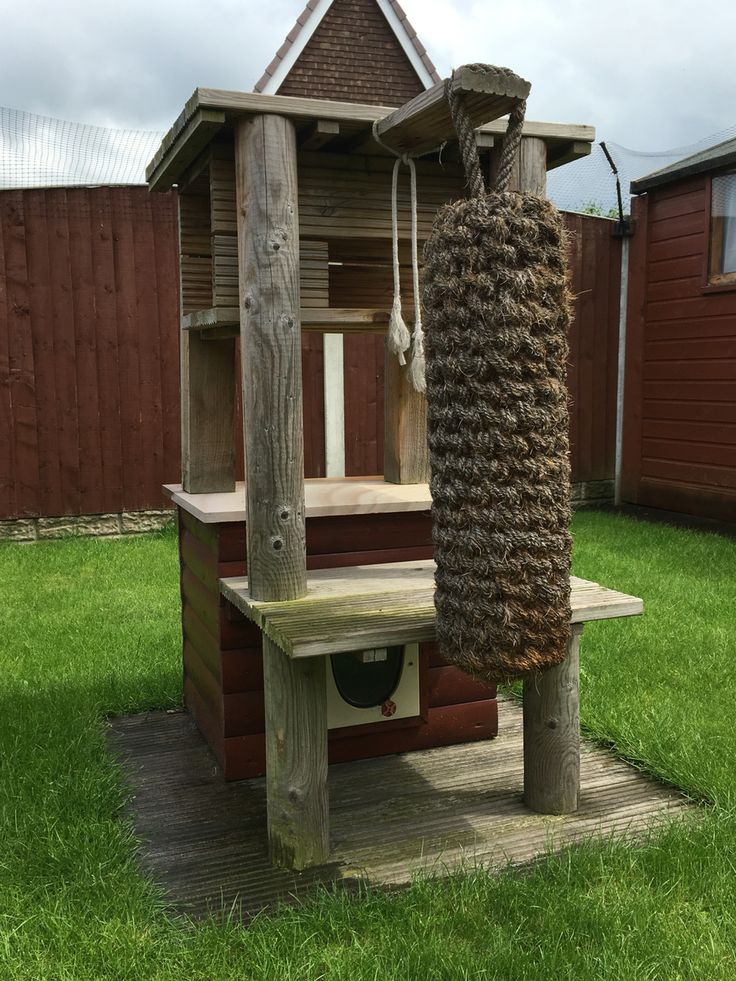 Cat play tower. Out door home made DIY cat tower, den for